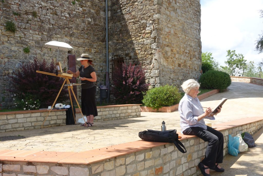 Suzanne and Michelle sketching in Castellina