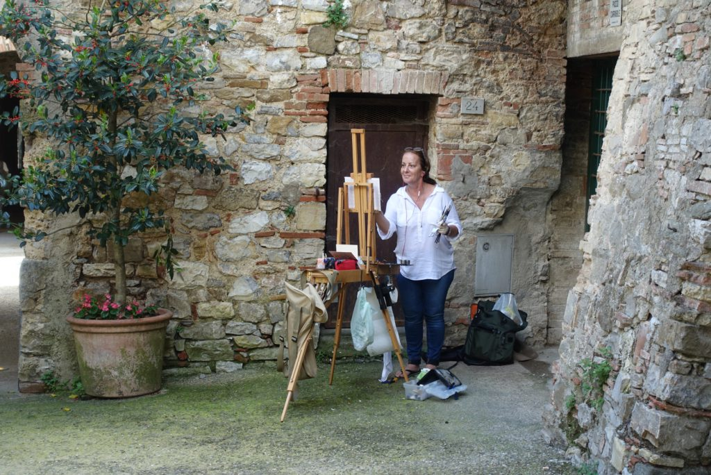 Robin painting in Via delve Volte at Castellina