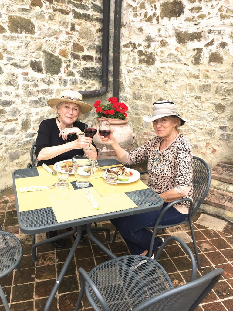 Eva and Suzanne share a final toast to their Tuscany travels.